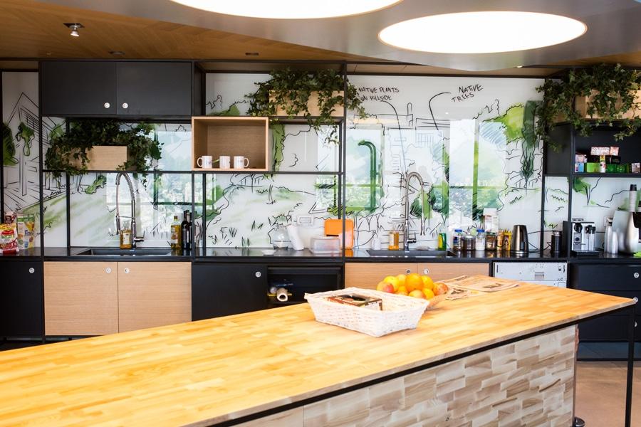 פרויקט מיתוג קירות וחיפוי זכוכית - חברת JIVE