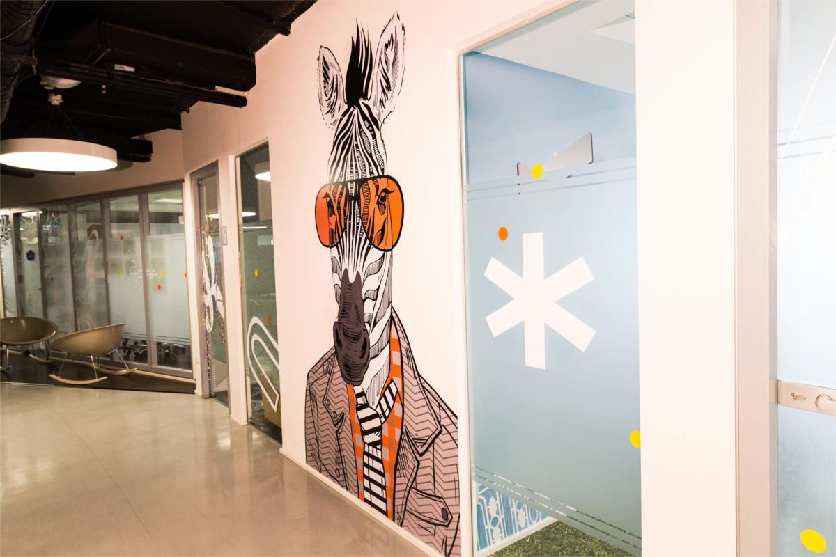 פרויקט מיתוג קירות בחברת 'בינה טבעית'