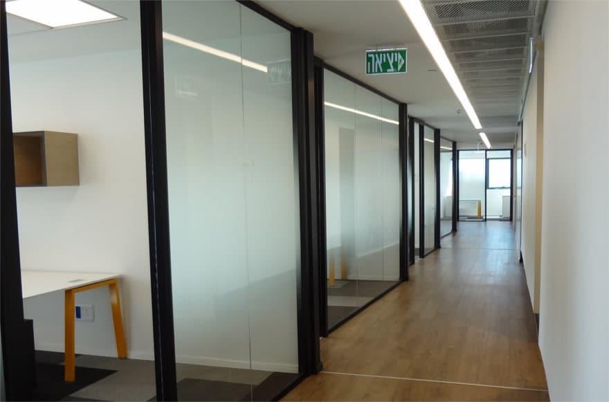 פרויקט חיפוי קירות בחברת 'אלטיר' בהוד השרון